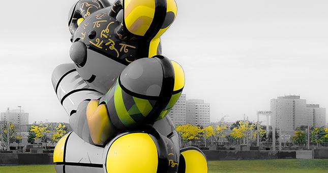 Fotoreise Berlin - Moderne Bären-Plastik auf dem Gelände der O2-World
