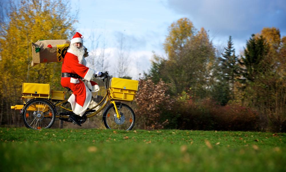 Weihnachtsmann sammelt Wunschzettel im Tierpark Berlin ein