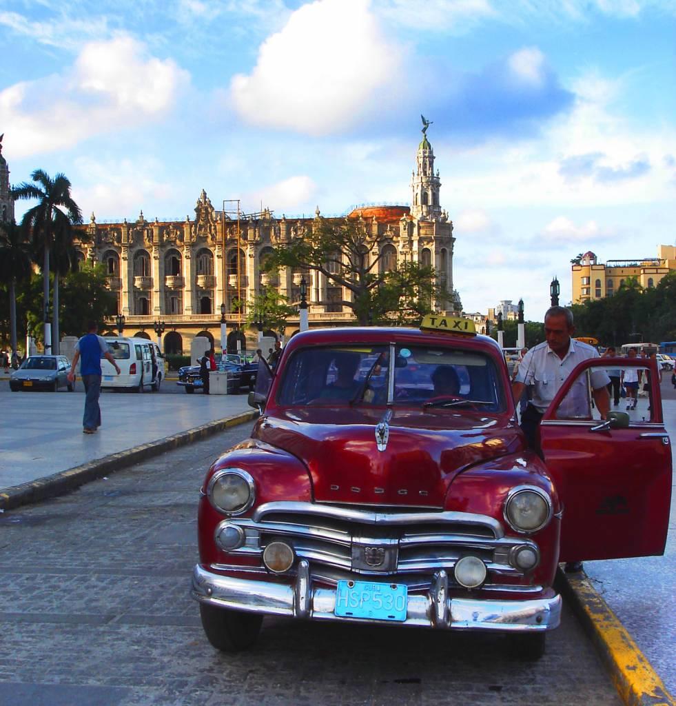 Hallo Taxi! Sightseeing in Havanna – mit dem Oldtimer durch die kubanische Metropole
