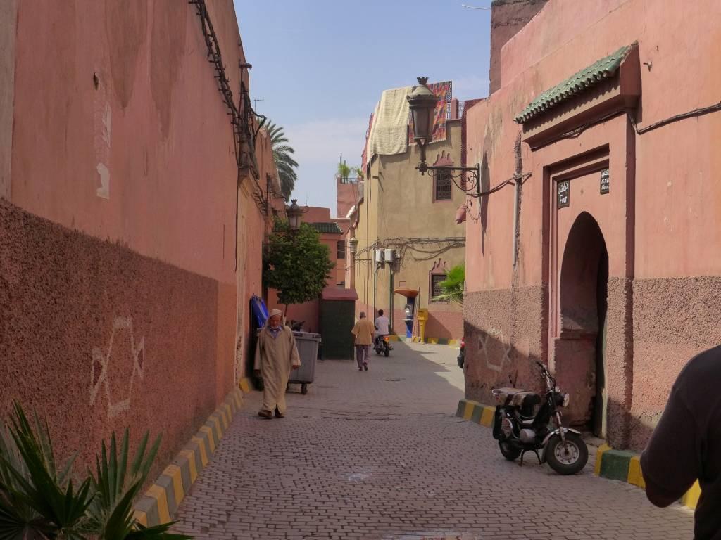 Spaziergang in der Medina. Hier wohnen die Einheimischen. Die Altstadt ist von einer 12 Kilometer langen Mauer umgeben