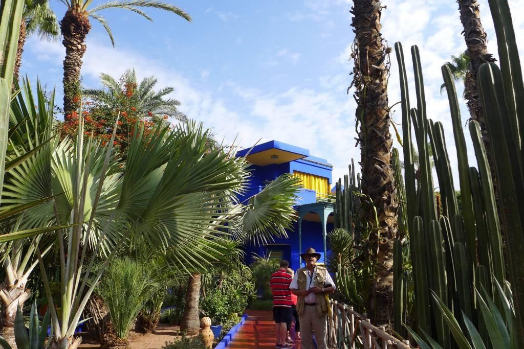 Jardin Majorelle. Der botanische Garten wurde 1980 von dem Modemacher Yves Saint Laurent gekauft und vor dem Verfall gerettet.