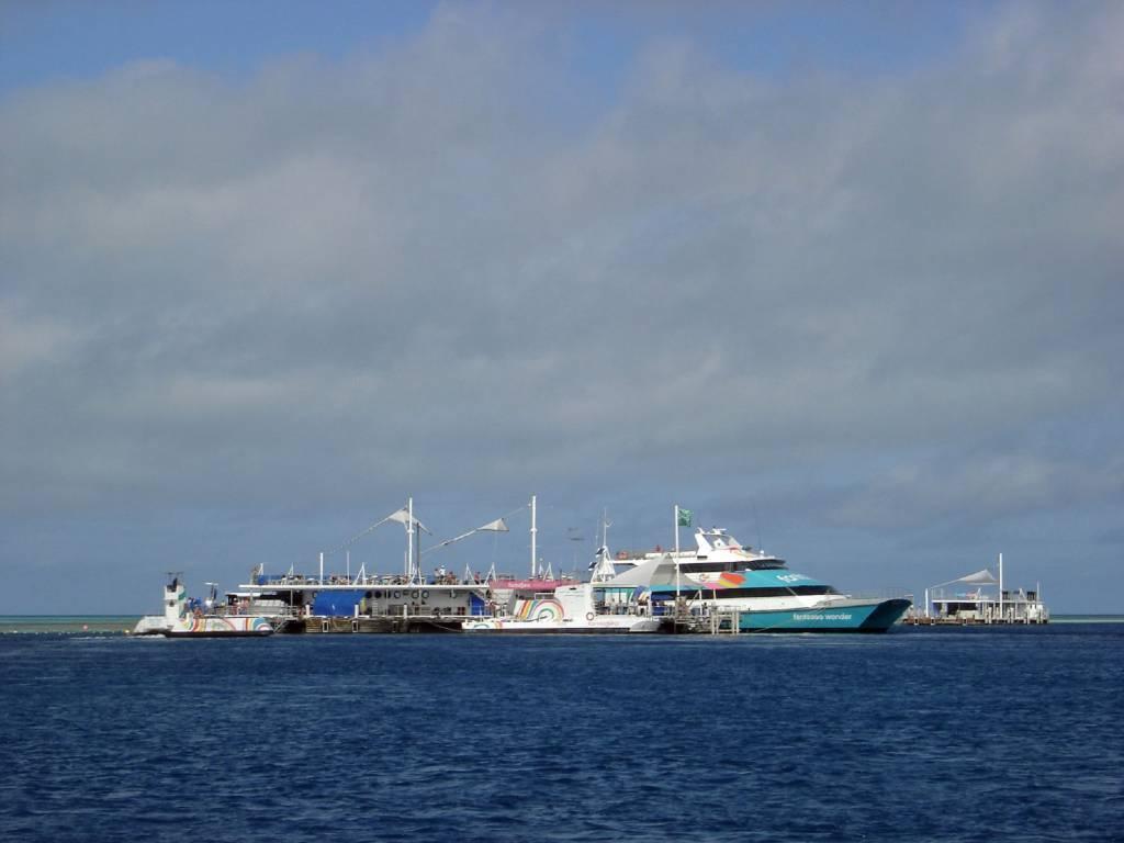 Unser Ziel ist die schwimmende Plattform am Hardy Reef, Queensland, Australien @Foto: M.Persian