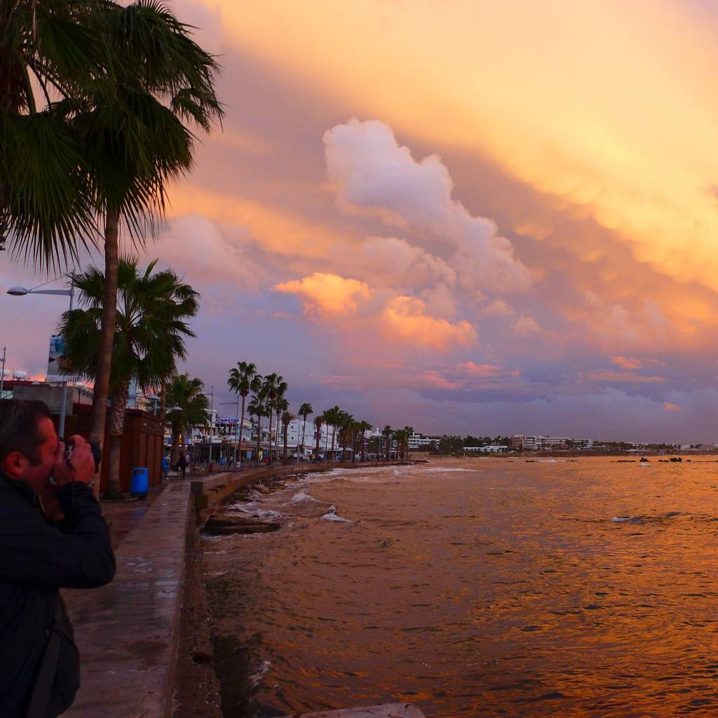 Sonnenuntergang im Dezember an der Strandpromenade von Paphos Foto: © M.Persian