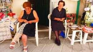 Handarbeiten vor der Haustür, Zypern Foto: © M.Persian