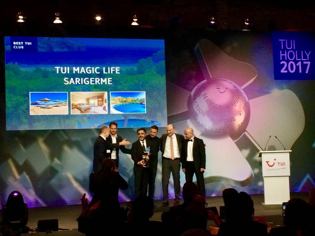 Die Crew vom TUI Magic Life Sarigerme bei der Holly Preisverleihung in Berlin