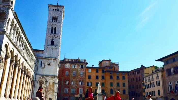 Turm der Kathedrale San Michele in Foro im mittelalterlichen Lucca