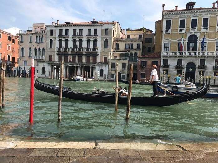 Gondola. Gondola! - über 400 Gondeln schaukeln Touristen über die Kanäle