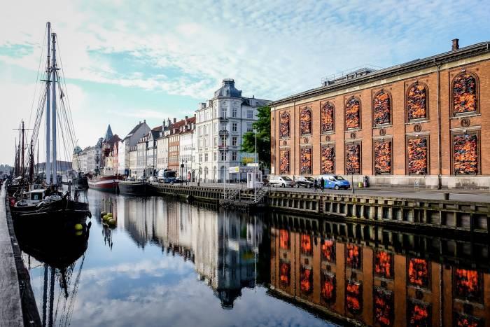 Sehenswert ist Nyhavn, der zentrale Hafen der dänischen Hauptstadt. Der Kanal wurde 1673 ferfertiggestellt