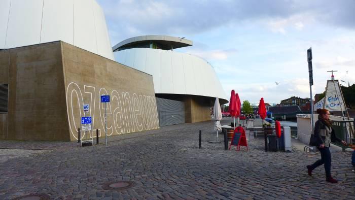 Das Oceaneum Stralsund in der Hafenstraße präsentiert die Unterwasserwelt der nördlichen Meere