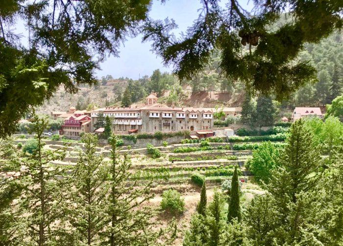 Das Heilige Stift Machairas thront auf einem Hügel in den Troodos Bergen Foto: m.persian